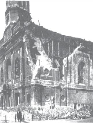 Kirche nach Bombentreffer